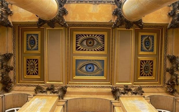 When Gladys became the Duchess of Marlborough she commissioned pictures of her eyes to be painted on the portico ceiling at Blenheim Palace
