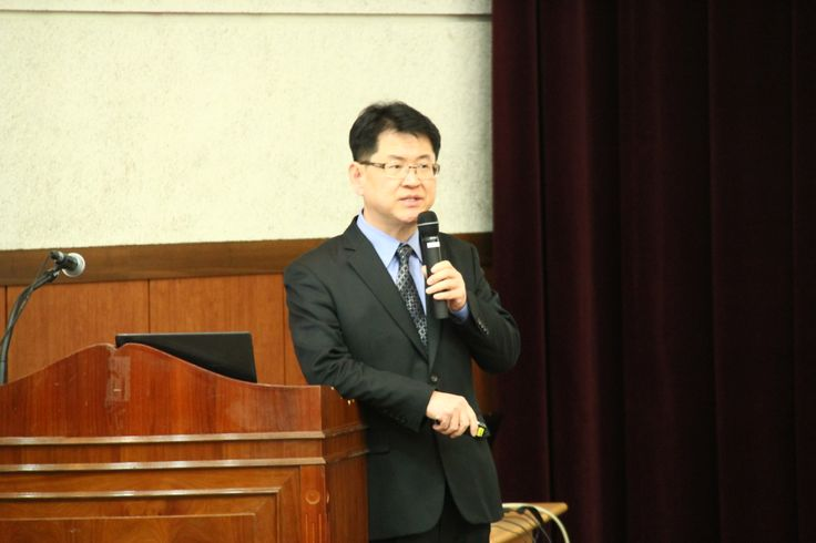 SBA 온라인 수출경진대회를 소개하는 강만구 서울통상지원센터장
