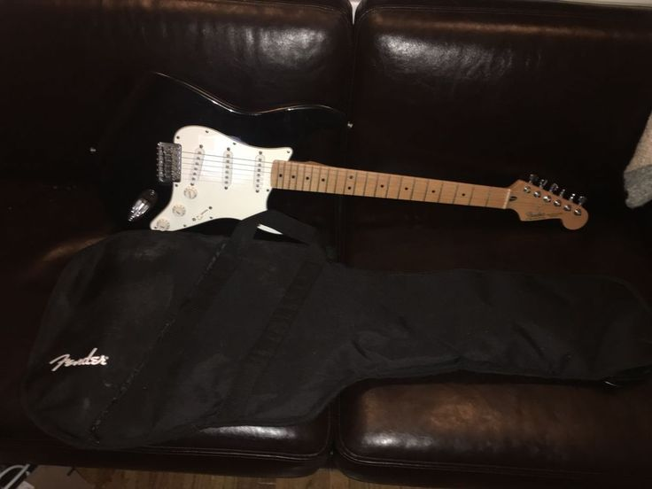 Fender Mexican Stratocaster Black Electric Guitar w/ Gigbag MN9403755