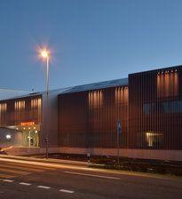 best architects architektur award // GKS Architekten Generalplaner / GKS / Erweiterung Bank Raiffeisen / Büro- & Verwaltungsbauten