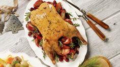 Canard entier aux pommes, au miel et aux herbes fraîches. Recettes IGA