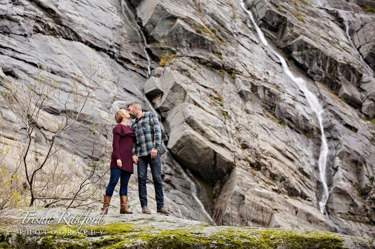 adventure engagement session, cool photography locations, photo ideas, couple portraits, kissing photo, mountains