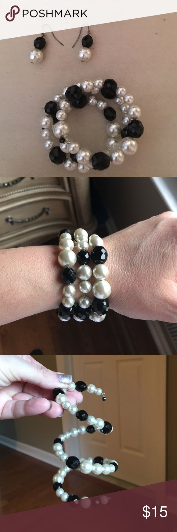 Black and white bracelet with earrings. Costume jewelry black and white pearl elastic wrap around bracelet with matching earrings. Worn once. Jewelry Bracelets