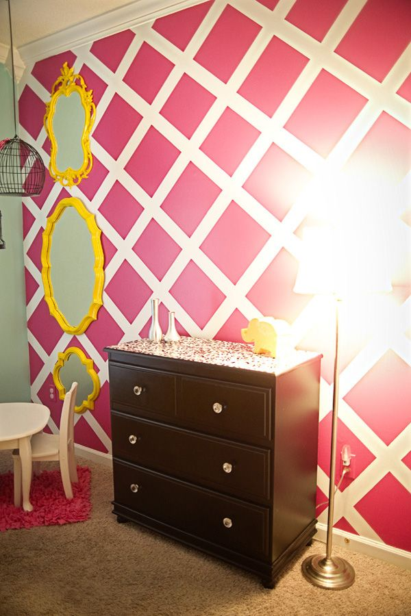 love the accent wall pattern, but not the color pink!
