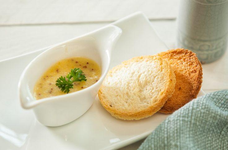 Deze+saus+past+mooi+bij+een+stuk+rosbief,+maar+kan+ook+bij+andere+braadstukken+goed+geserveerd+worden.