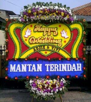Bunga papan heppy wedding ukuran tinggi 200cm dan lebar 150cm hrg 600rb free delivery untuk wilayah DKI Jakarta info order 085716660717