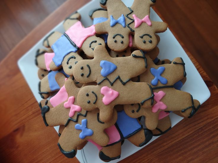 """@CaitlinJaydeC Two Headed Tasmanians, purchased the cutter from West Coast Wilderness Railway, Queenstown but you can get them online - google """"Tasmanian gingerbread"""" Love it, Cooked by - Caitlin C"""