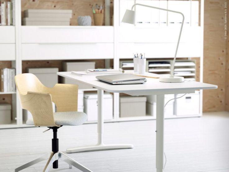 BEKANT skrivbord finns i olika utföranden, och går att få som höj- och sänkbart. FJÄLLBERGET stol, TISDAG arbetslampa.