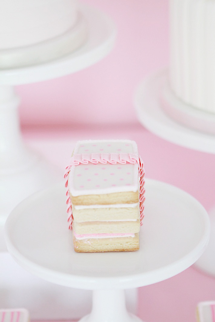 Gorgeous Sugar Cookies wrapped with a ruffled ribbon  www.moniquephoto.com  www.principalplanner.com