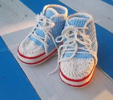 crochet baby sneakers - blue like the sea!