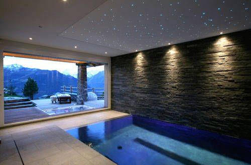 La piscina dello Chalet Spa in Svizzera