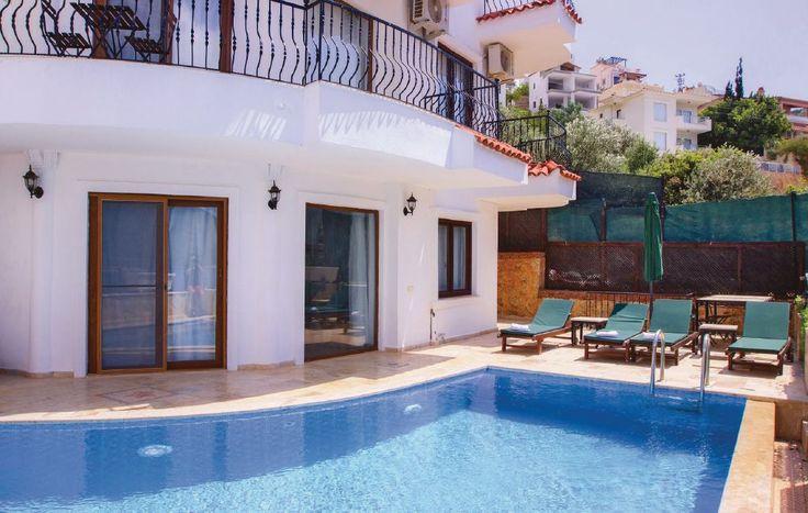 Ferienhäuser - Kalkan/Antalya - TLK158 Dieses schöne Ferienhaus liegt in Kalkan in sonniger und ruhiger Lage und in unmittelbarer Nähe des Meeres. Das komfortable Haus ist sehr geschmackvoll und modern eingerichtet und mit einer Klimaanlage ausgestattet.