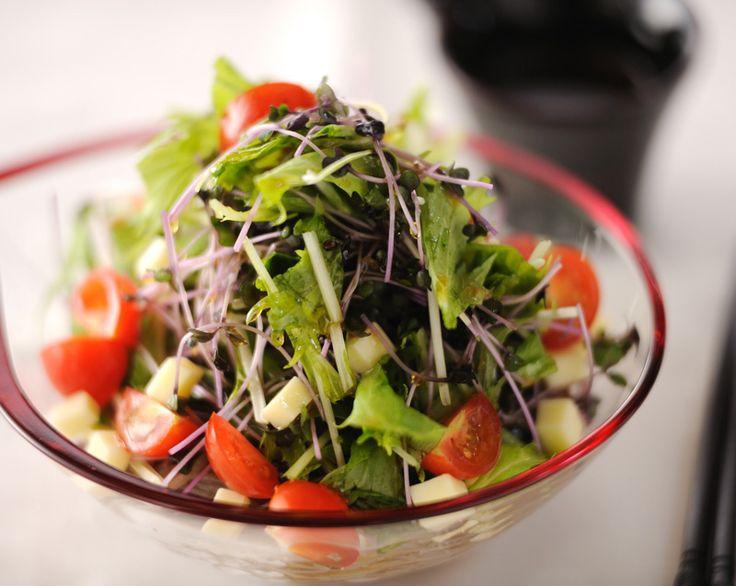 夏の簡単ご飯にはさっぱりとしてで食べやすい「そばサラダ」がオススメです。野菜をたっぷり使った蕎麦サラダは低カロリーでダイエットにもピッタリです。
