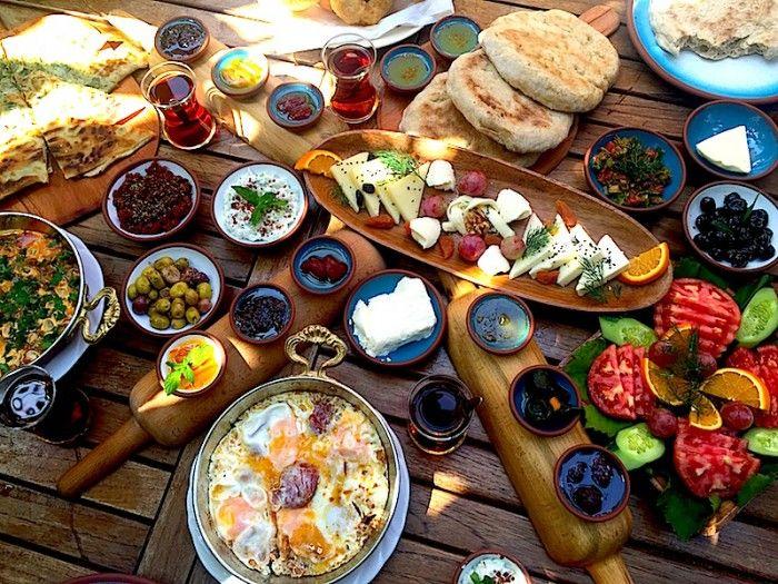 """Türkiye'nin En Kapsamlı Kahvaltı Buluşması olan """"Breakfast Kahvaltı Festivali"""", 13 – 14 Mayıs arasında Tarihi Sirkeci Garı'nda, bizleri mükellef kahvaltı sunumlarıyla ağırlama hazırlanıyor! #fellik #festival"""