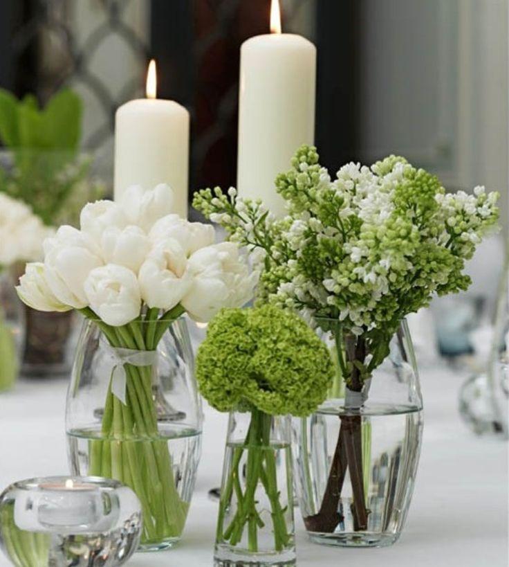 eleganza semplice per il centrotavola diy in pochi minuti, con qualche vaso in vetro e semplici fasci di fiori