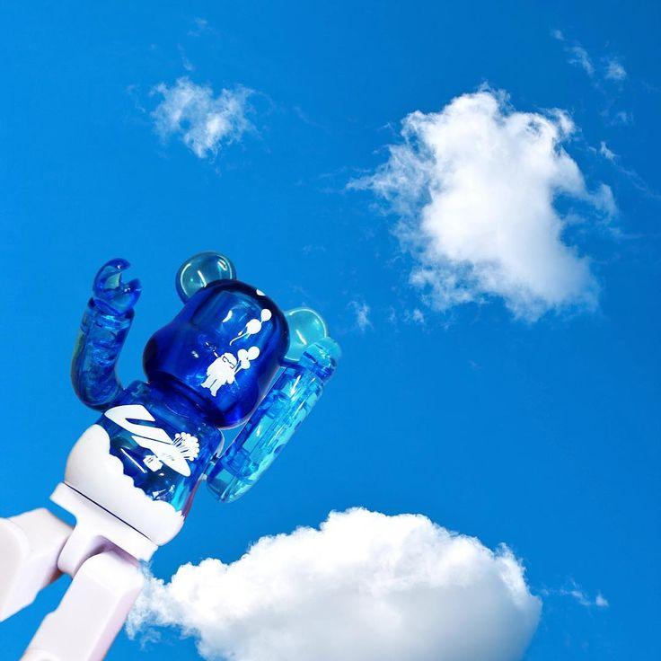 #bearbrick #ベアブリック #sky #青空 #カールじいさんの空飛ぶ家 #pixar #メディコムトイ #medicomtoy #トイ #toy