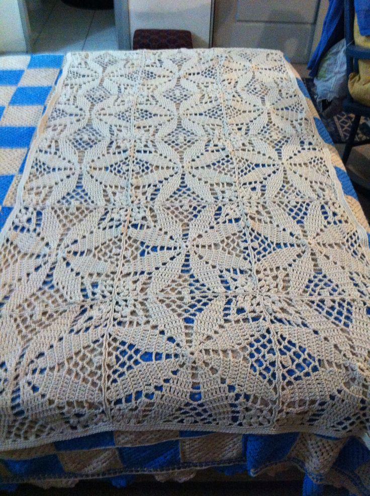 Piecera beige tejida a crochet