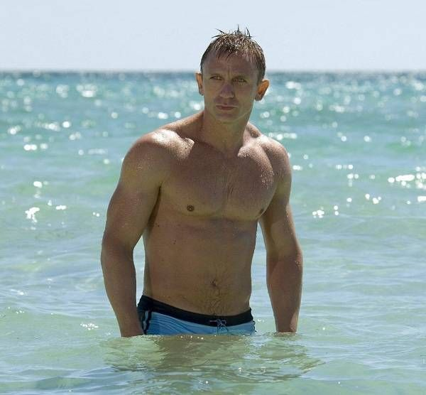 Daniel Craig Workout Routine Diet Plan for Skyfall. He has taken diet supplements, around 8 hours sleep, done rowing and mixed it up with other exercises
