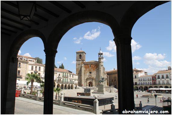 Que visitar en Trujillo. Trujillo ha recorrido todas las etapas de la Historia, desde poblado romano a ciudad medieval, lo que le ha servido para obtener los títulos de Ciudad Muy Noble, Muy Leal, Insigne y Muy Heroica.
