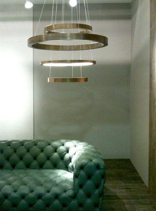 Henge at cersaie exposition in bologna light ring an henge product illuminated the ceramica