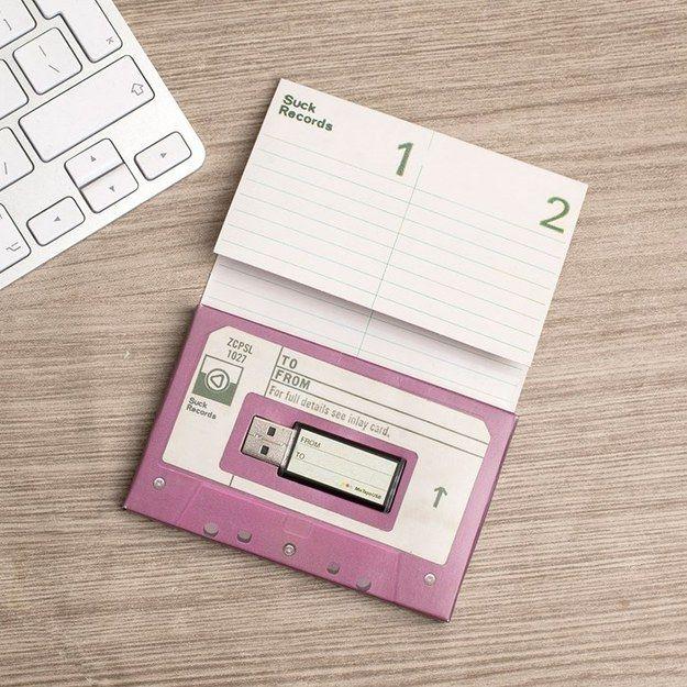 Gestalte eine USB Mixkassette. | 25 einzigartige Weihnachtsgeschenke, die Musikfans selbst behalten wollen