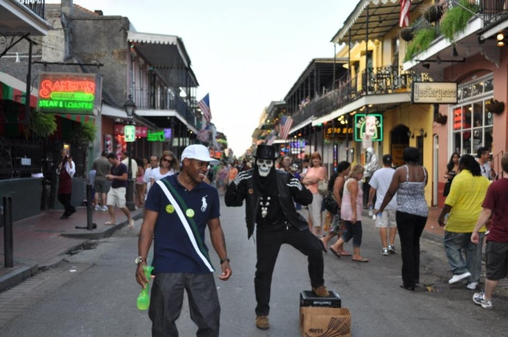 Street performers in New Orleans