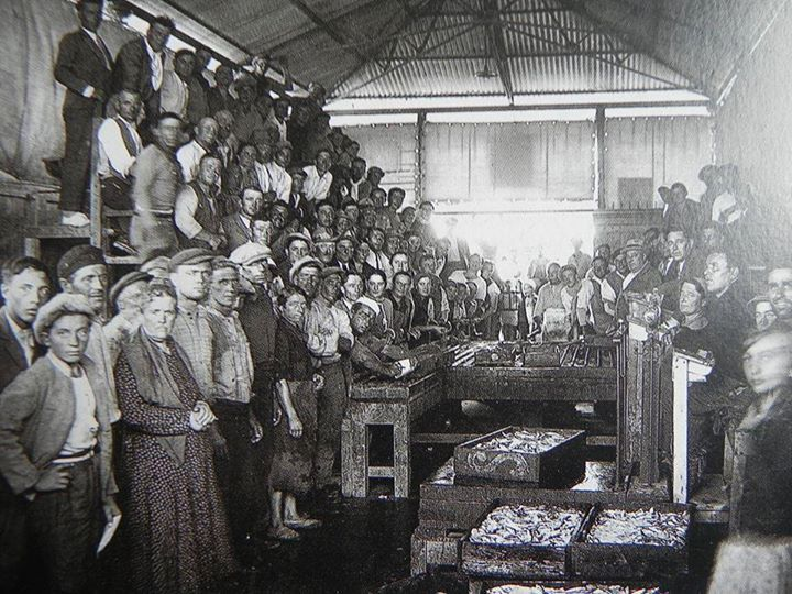 1920: Fish market in Porto Corsini. Thanks to Roberto Stanghellini - Photo by C'era una volta Ravenna on Facebook [ #ravenna #myRavenna]