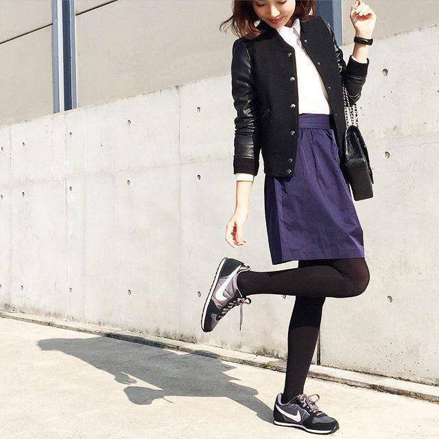 スタジャンにふんわりスカート合わせてスニーカー♪ オトナカジュアル系タイプのファッション スタイルのコーデ♡