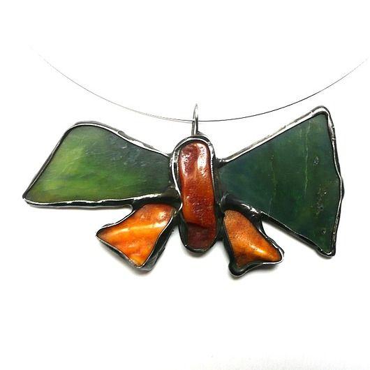 GIFT. pendant, necklace. Butterfly of amber and jade, very impressive and nice :) PREZENT. wisior, naszyjnik. Motyl z bursztynu i nefrytu, bardzo efektowny )