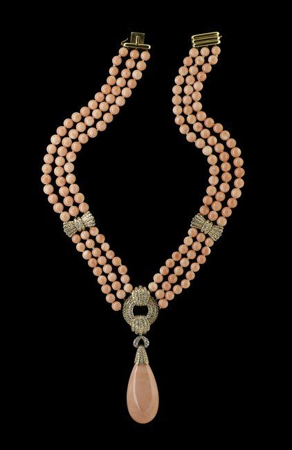 18 Kt., Angel-Skin Coral and Diamond Necklace : Lot 981