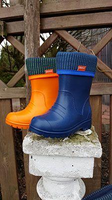 Zolte I Granatowe Kalosze Dla Dzieci Piekne Nasycone Kolory Produktpolski Buty Z Pianki Eva Zapewniaja Komfort Uzytkowania Wellington Boot Boots Hunter Boots