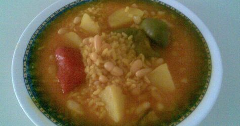 Fabulosa receta para Arroz y habichuelas con ajos tiernos. Una de las recetas más tipicas de mi tierra (Cartagena, Murcia, España)