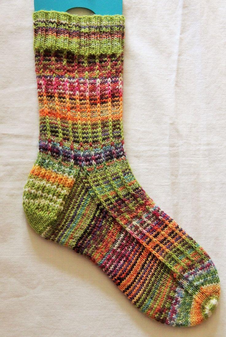 Slipped Stitch Knitting Fix : Dorothy s Slip Stitch Spiral Knit Socks KAL Socks / footwear / legwarmers/s...