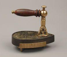 Oud zeldzaam strijkijzer met verwijderbaar handvat en treeft - VC Patent - Belgie 20e eeuw.