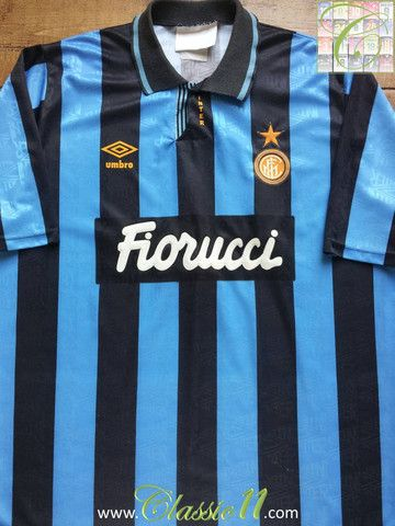Relive Internazionale's 1992/1993 season with this vintage Umbro home football shirt.