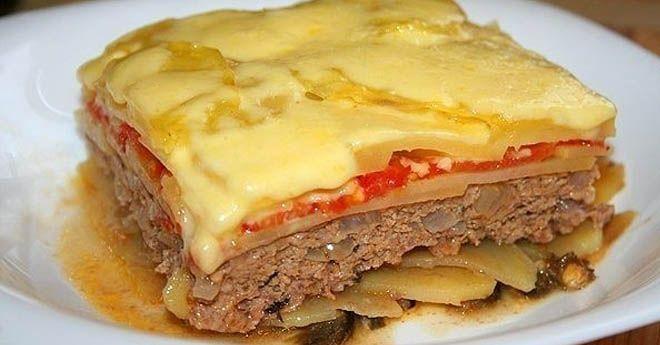 Идеальный вариант сытной запеканки, если вы ждете гостей. Ингредиенты: — 700-800 г говяжьего фарша — 6 средних картофелин — 1 крупная репчатая луковица — 1 средний баклажан — 3-4 средних помидора — сыр (можно и без него) — свежий фиолетовый базилик — оливковое масло — соль,перец, орегано Картофель, помидоры и баклажан нарезать тонкими кружками, баклажаны с двух сторон быстро обжарить на сковороде гриль. Фарш смешать с измельченной луковицей и фиолетовым базиликом, посолить, поперчить…