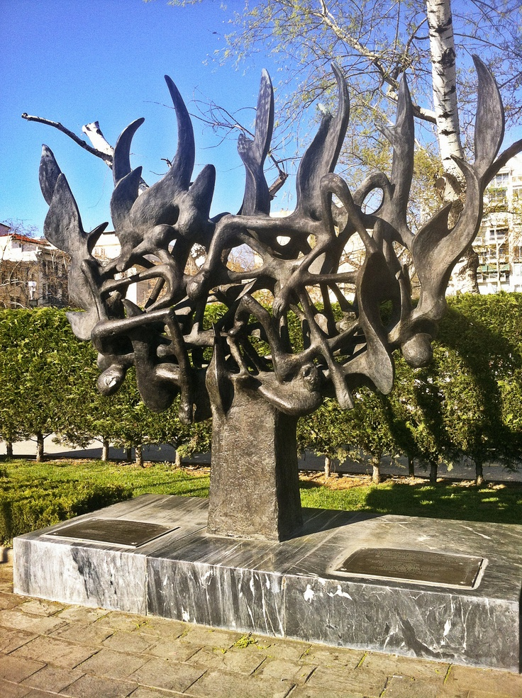 A monument dedicated to the 50.000 Jews of Thessaloniki, 96% of whom were lost during the Second World War. (Walking Thessaloniki / Route 01, Port)