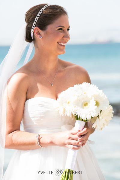 {Tori & Cody} bridal bouquet made with Tori's favourite flower - white gerbera daisies