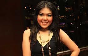 Tina Toon Mengungsi Di Hotel, Lantaran Jakarta Tergenang BanjirDi tahun 2013 ini, bencana banjir besar yang melanda sejumlah wilayah di DKI Jakarta mengakibatkan aktivitas warga Jakarta terganggu, termasuk juga beberapa selebritis yang tinggal di Ibu Kota, Jakarta, seperti Tina Toon.