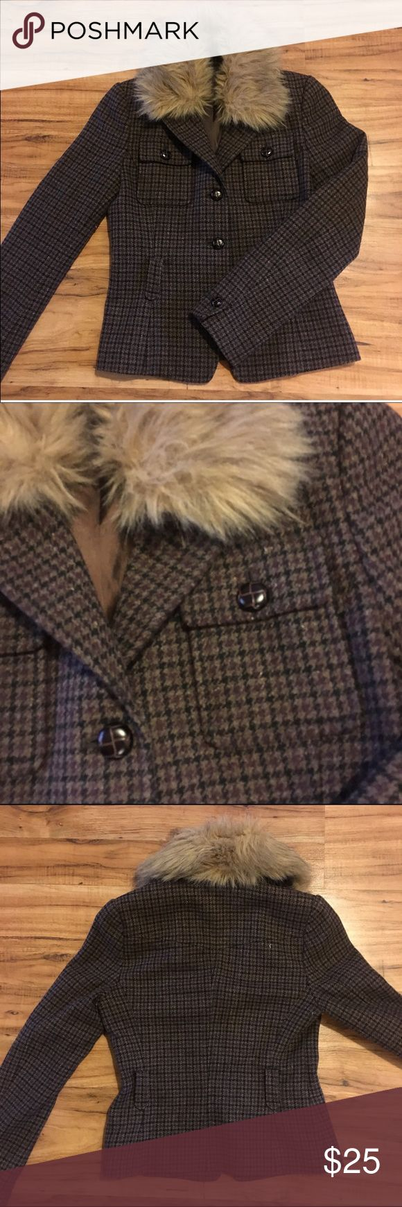Uniqlo Plaid Wool Jacket Adorable wool fitted jacket. Muted black, gray and burgundy plaid. Button up, with optional self tie at waist. Collar has removable faux fur accent. Really cute Over pants or skirts! Great condition, no flaws. Uniqlo Jackets & Coats Blazers