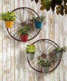30 Formas de Usar Rodas de Bicicleta na Decoração