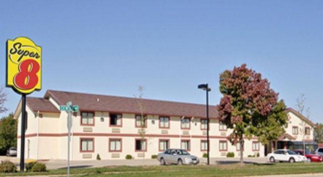 Super 8 Champaign - 2 Star #Motels - $54 - #Hotels #UnitedStatesofAmerica #Champaign http://www.justigo.us/hotels/united-states-of-america/champaign/super-8-champaign_107946.html