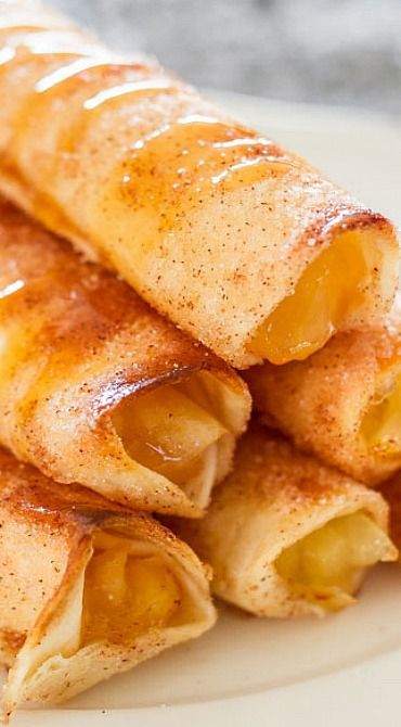Apple Pie Taquitos ~ Crispy, sweet and delicious, these taquitos are simple to make. All the makings of a great apple pie, in a fun taquito form. Genius!