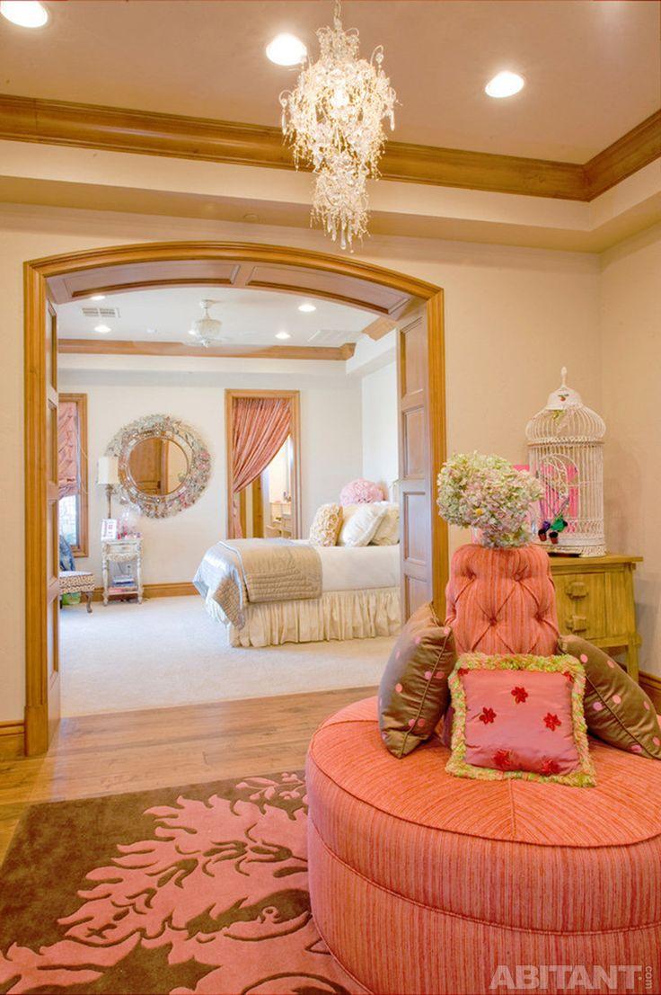 Гламурный  розовый диван