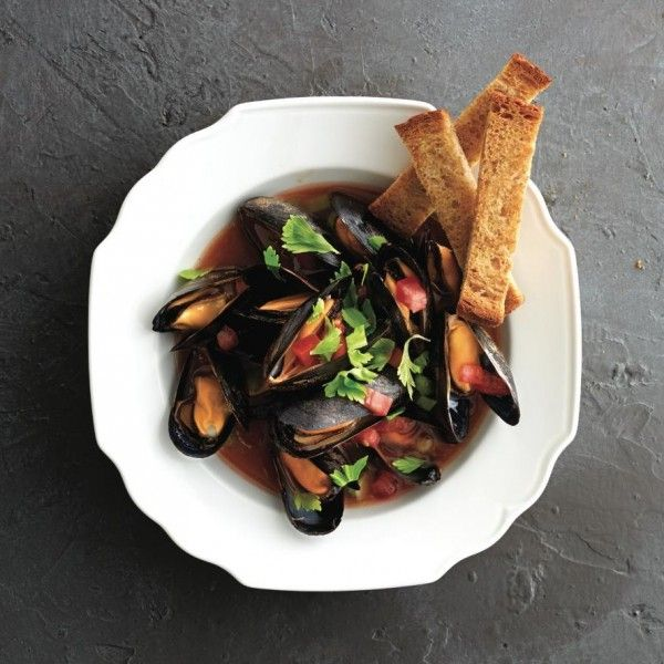 These spicy mussels are a quick 30-min meal guests will love. Get the recipe at Chatelaine.com!