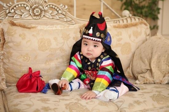 #Hanbok #Korea *such a cutie*