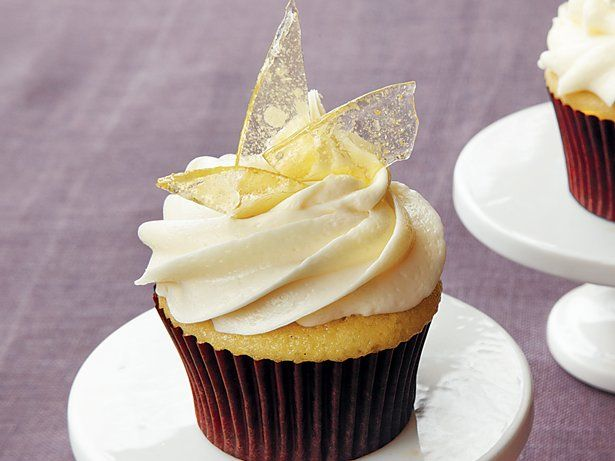 Add the flavors of crème brûlée to your dessert table with these delicious cupcakes that are made using Betty Crocker® SuperMoist® vanilla cake mix and frosting.