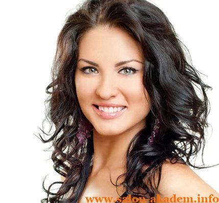 """Каскад на длинные вьющиеся волосы #Фото  Вернуться в раздел """"Прическа каскад на вьющиеся и волнистые волосы""""    http://www.salon-akadem.info/kaskad-na-dlinnye-vyushhiesya-volosy.php"""