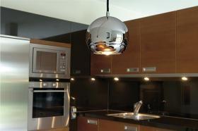 aranżacja wnętrz - Wykorzystano oprawę Lampa wisząca Light Eye chrom (133482) - Spotline /oświetlenie kuchni/