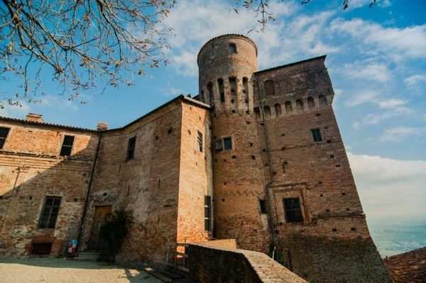 "Castle of #Roddi #Langhe #UNESCO: the fab training ground of TeamItalia & ""Captain"" #enricocrippa for #bocusedoritalia #visitpiemonte https://t.co/i1pRtN8lz3"